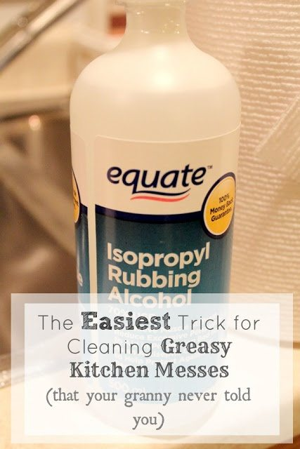 If you often deal with greasy messes in your kitchen then you're going to love this kitchen cleaning trick to quickly tackle all those greasy jobs.