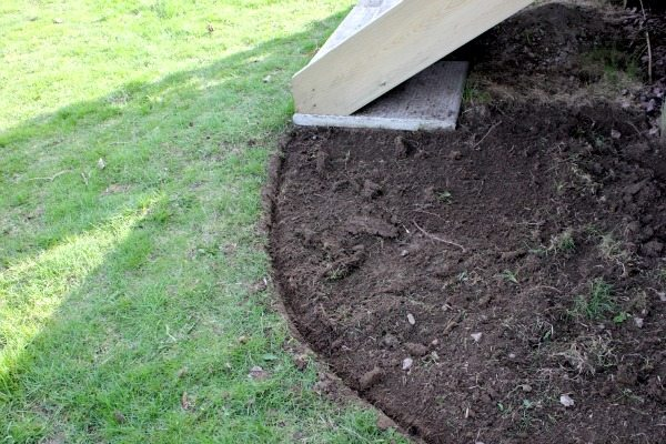 How to Edge a Flower Bed - Looks good already