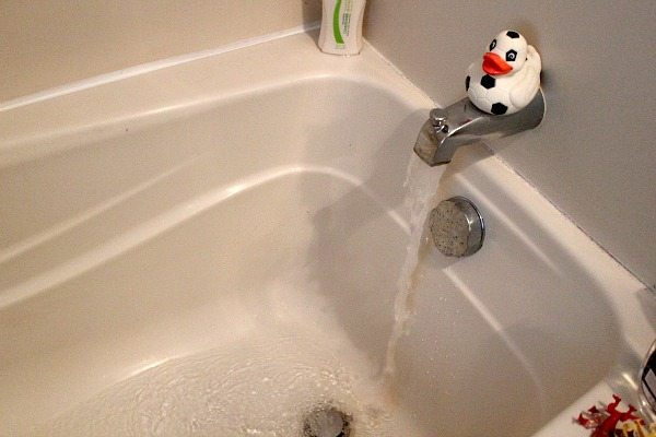Are you looking for a way to clear to your clogged tub drain? One that's chemical free, super simple and actually works! Check out this trick so obvious you'll be surprised you missed it.
