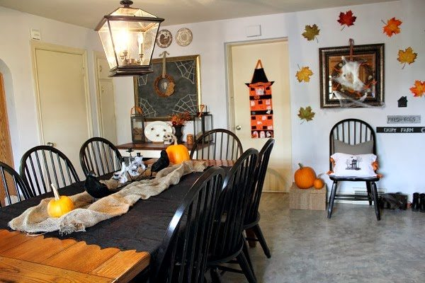 Halloween Farmhouse Tour by Courtenay at The Creek Line House