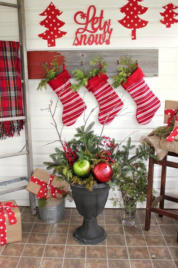 Diy Christmas Urns On A Budget The Creek Line House