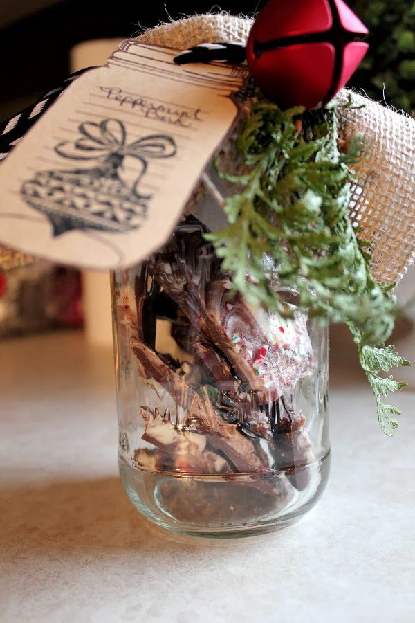 How to Make Peppermint Bark - A Great Mason Jar Gift Idea.