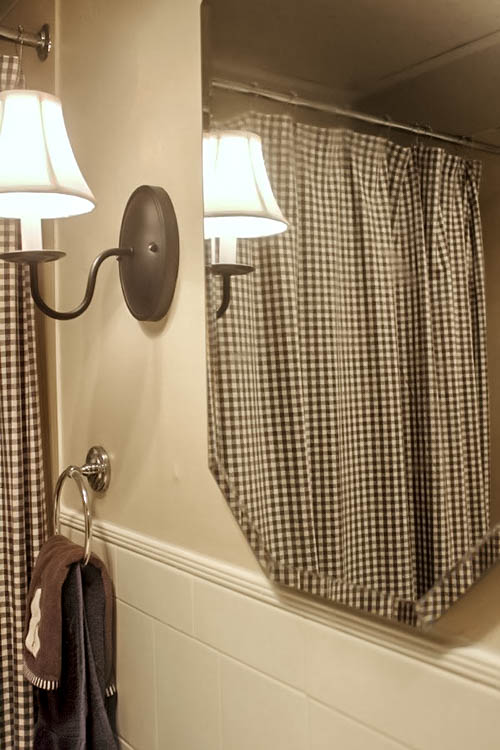 This amazing trick will keep your bathroom mirror fog free.  It really works!