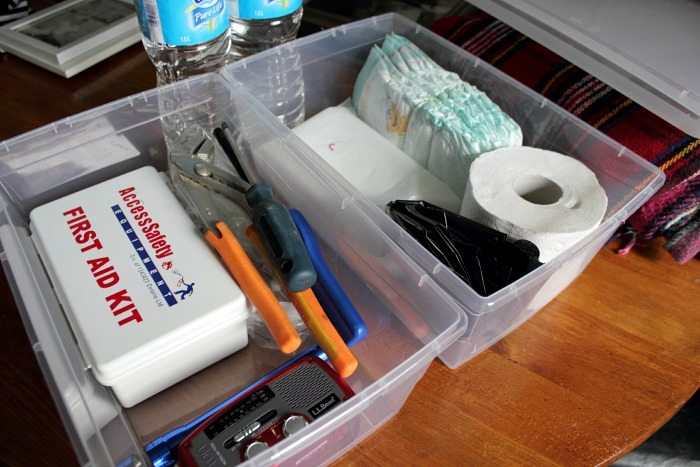 An easy-to-follow checklist so you can finally put together that emergency kit you've been meaning to make!