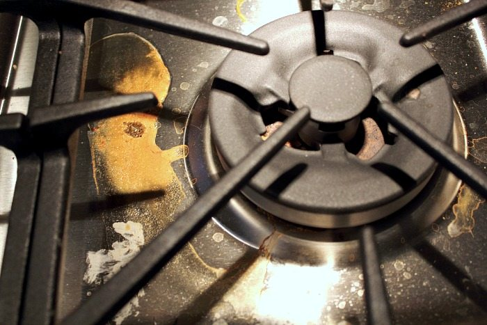 An easy step-by-step guide to doing a really good job of cleaning your gas stove! Awesome!