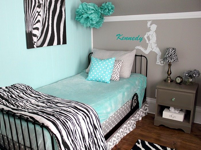 A complete list of where and how to get everything you need for this fun grey and turquoise bedroom!
