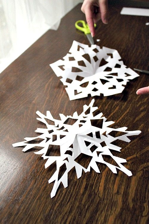 Step by how to make a paper snowflake