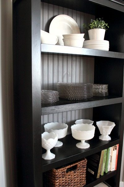How to arrange your bookshelves quickly so they look good without having to fiddle with them for hours and hours! A must-know tip for everyone who owns a shelf!