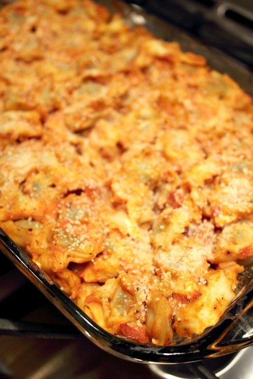 Delicious easy baked tortellini recipe ready in just a few minutes and using things I always have in the house!