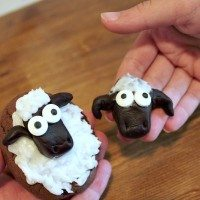 """Super simple """"Shaun the Sheep"""" cookie craft!"""