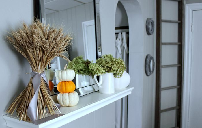 A tour of a farmhouse all decorated for fall! Full of easy 5-minute decorating ideas!