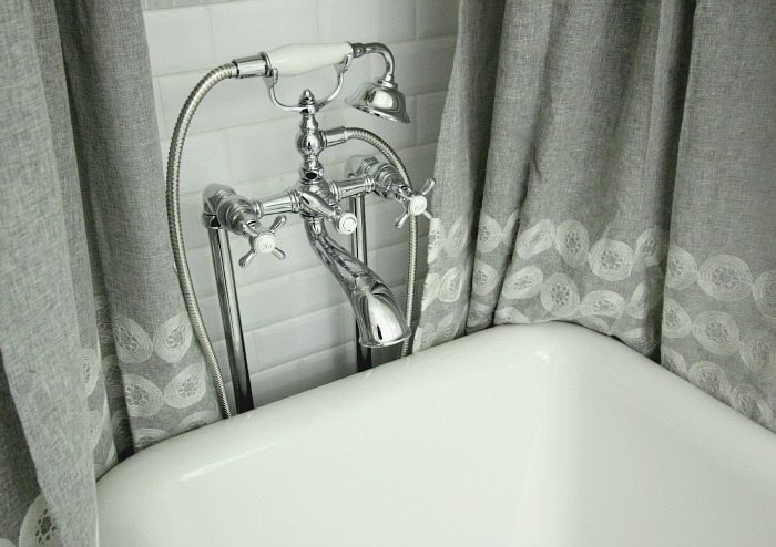 How to choose the perfect bathroom fixtures for your bathroom and your budget when renovating your bathroom!