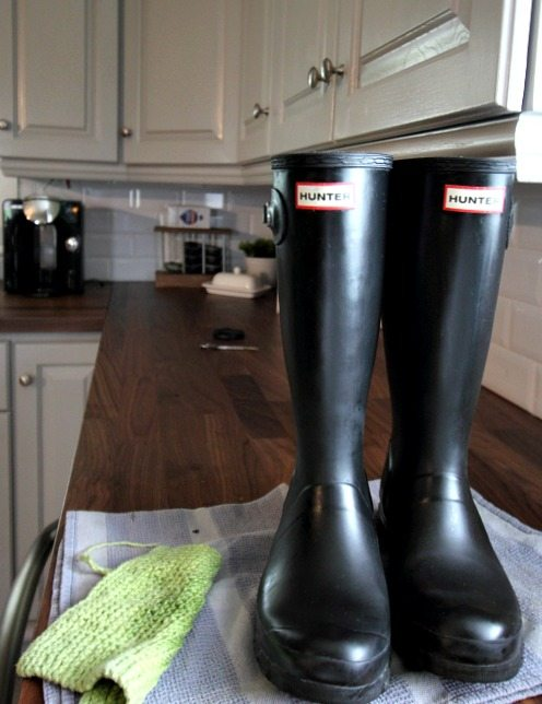 How to clean your hunter boots easily, no matter how dirty they are!