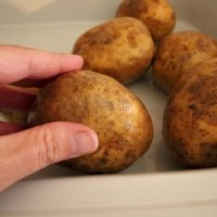 How to Make Baked Potatoes in a Crock Pot