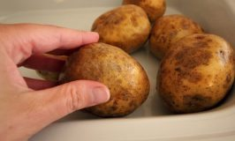 slow_cooker_baked_potatoes2