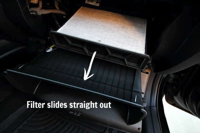 How to change out your car's cabin air filter! Wow, does this ever save you a lot of money!