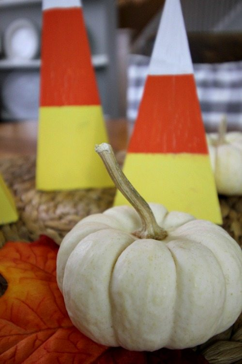 Halloween might be the best time of year for DIY holiday decor!  You're going to love this cute Halloween DIY candy corn project.