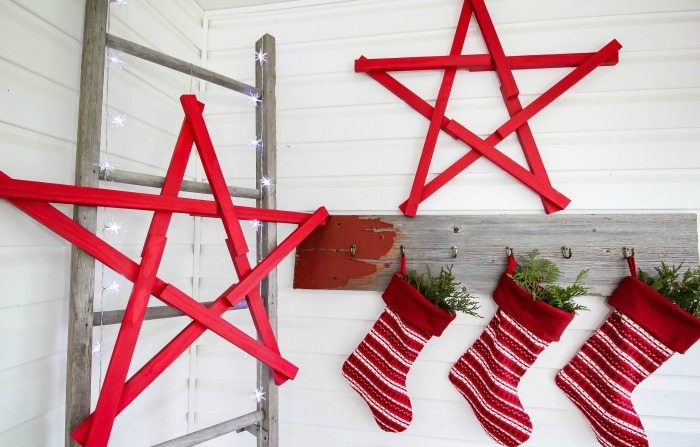 DIY Christmas Decor Stars made using scrap wood! Love these!
