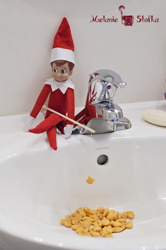 Easy and cute Elf on a Shelf ideas! I always need more great ideas for elf hiding spots!
