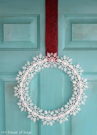 DIY Outdoor Decoration Ideas for Christmas! Definitely need to try some of these this year!