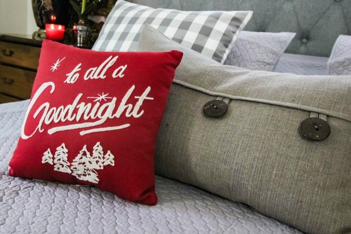 Easy Christmas decoration ideas and updates for the bedroom.