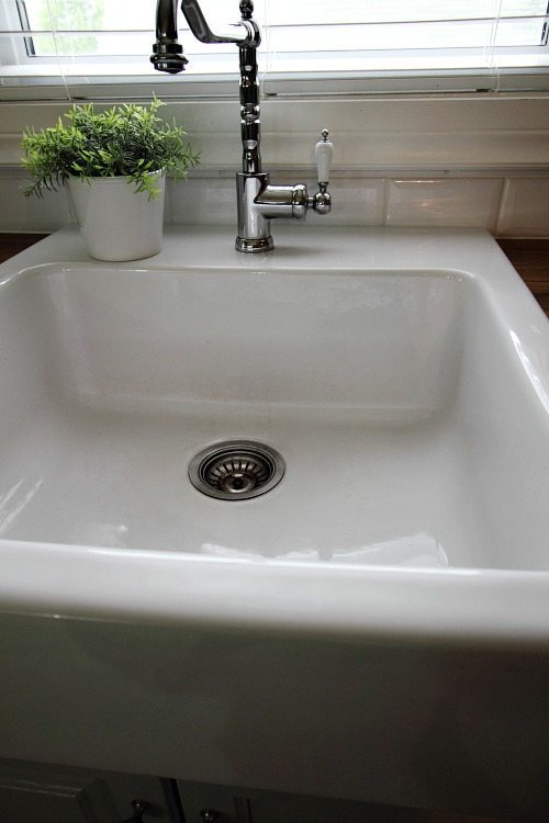 How to Clean a White Porcelain Sink - The Creek Line House