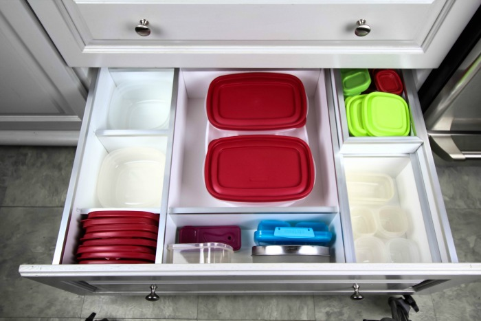 How to build your own custom kitchen drawer organizers! So smart!