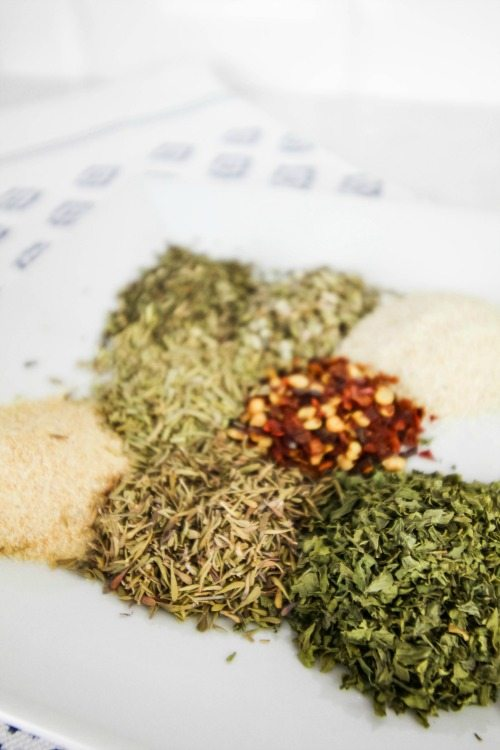 DIY Homemade Italian Seasoning recipe! The Spices