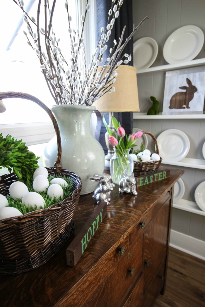 Easy to make Easter bunny sign that doesn't require any fancy equipment!