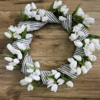 Easy DIY Spring Tulip Wreath