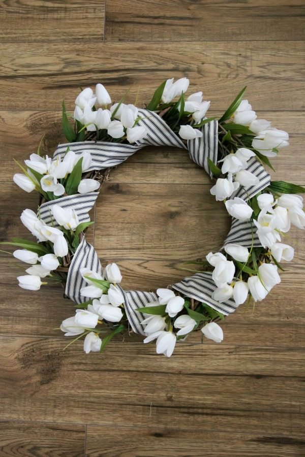 Love how this wreath looks! It looks so easy and affordable too!