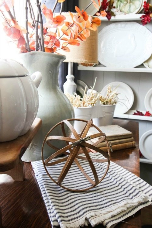 Great for DIY fall decor, this classic orb will look amazing in your home. Skip the expensive store-bought items and make this yourself. Here's how!