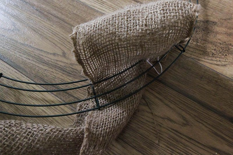 How to make one of those big, fluffy, puffy burlap wreaths that you've been seeing everywhere!