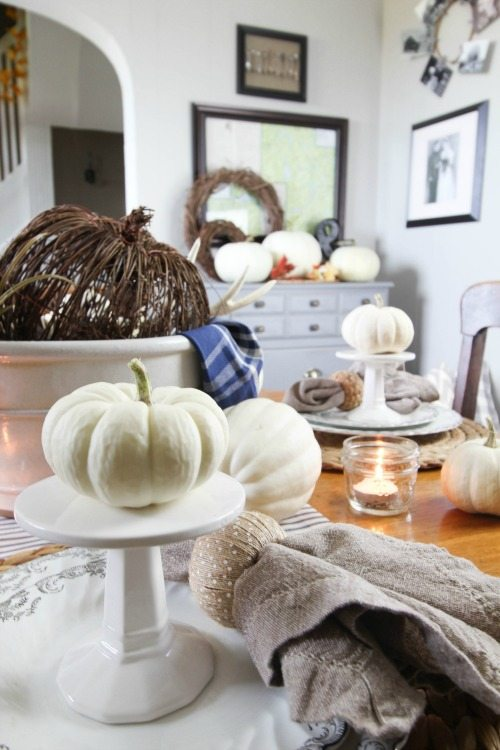 Easy farm house style fall and autumn decorating ideas!