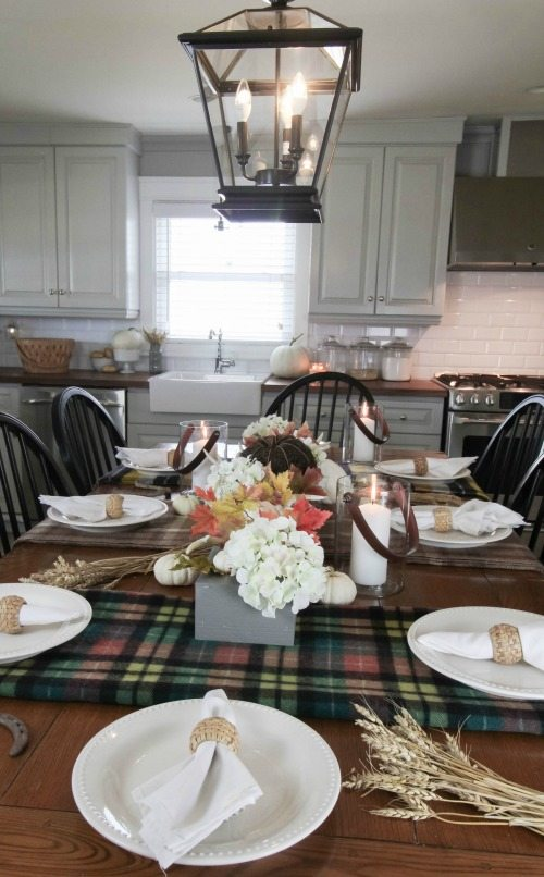 Love this fun and festive farmhouse tablescape for fall!