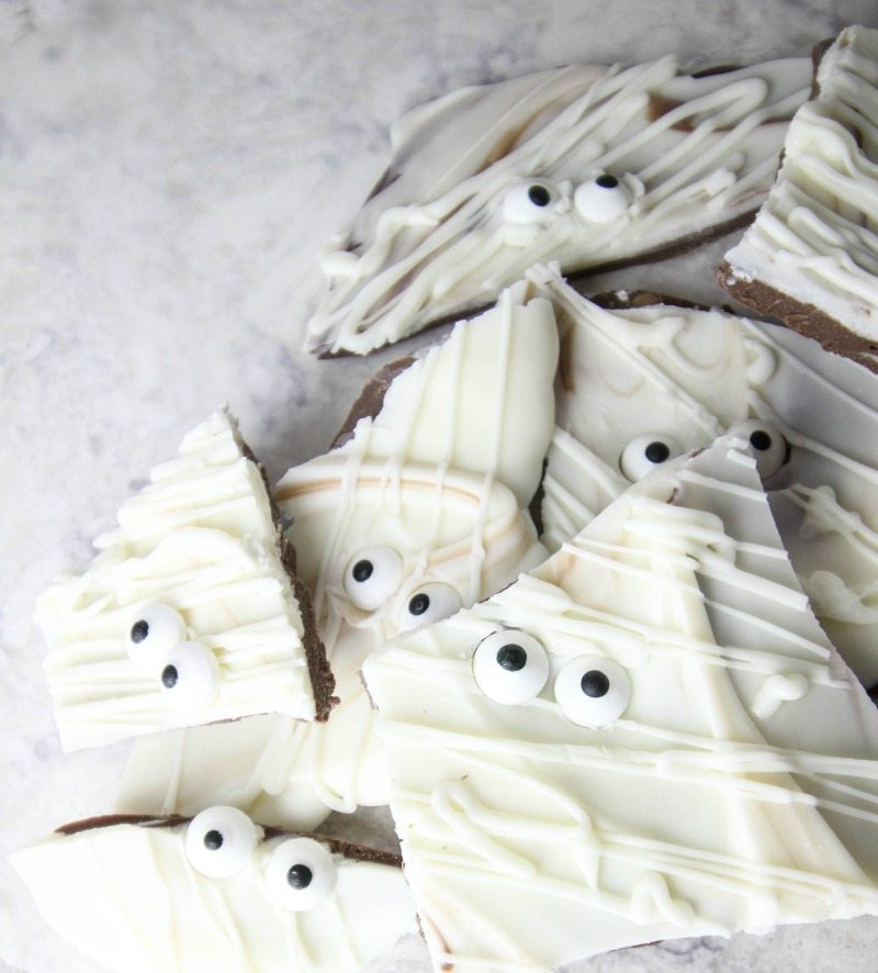 How to make white chocolate mummy bark for halloween!