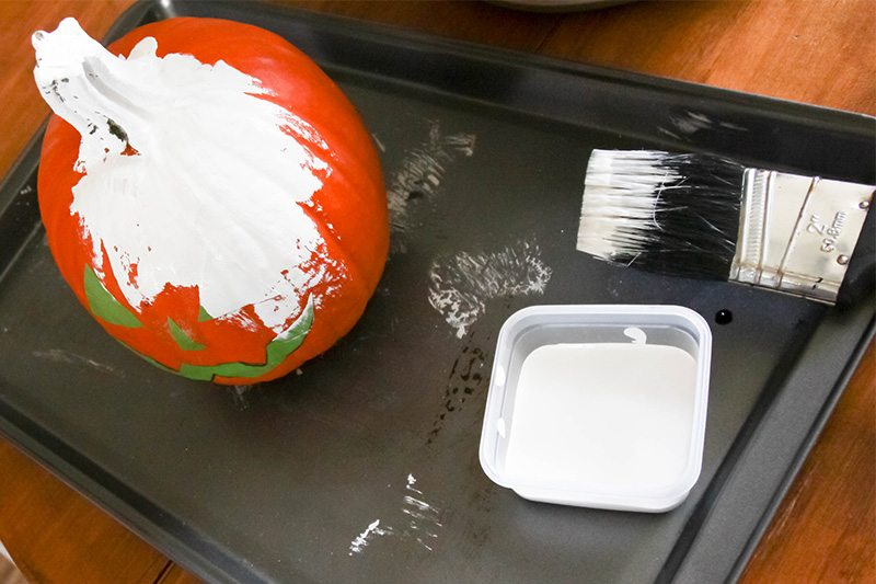 Fun reverse painted pumpkins to make for halloween this year!
