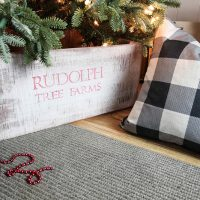 DIY Rustic Christmas Tree Collar Skirt