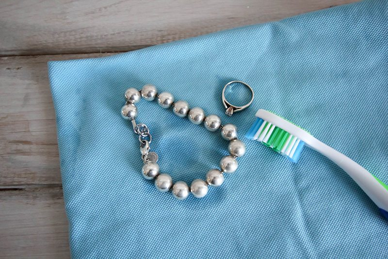 This Is The Best Quickest Way To Clean Jewelry Naturally It S Easy Works