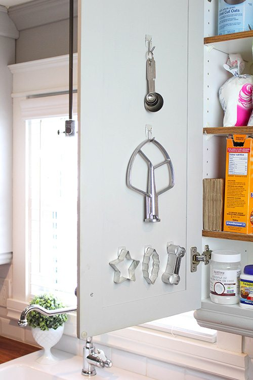 Uses for Command Hooks - Hang things on cupboard doors