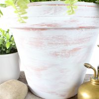 How to Age Terra Cotta Pots With Paint