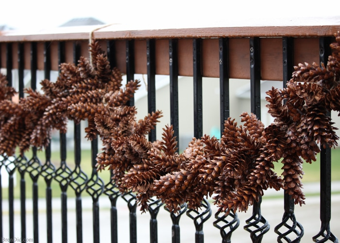 Fabulous Pinecone Christmas Decor Ideas for your home!