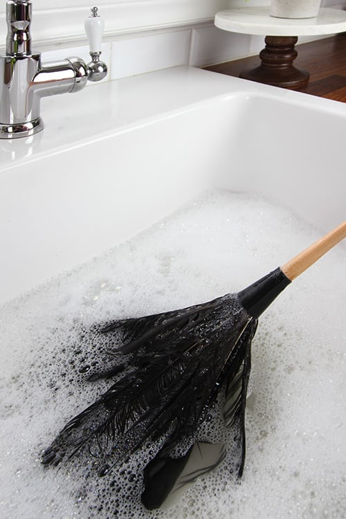 If you have a trusty feather duster that you love, it can be helpful to give it a good cleaning every once in awhile so it will have a good long life. Here's how to clean a feather duster!