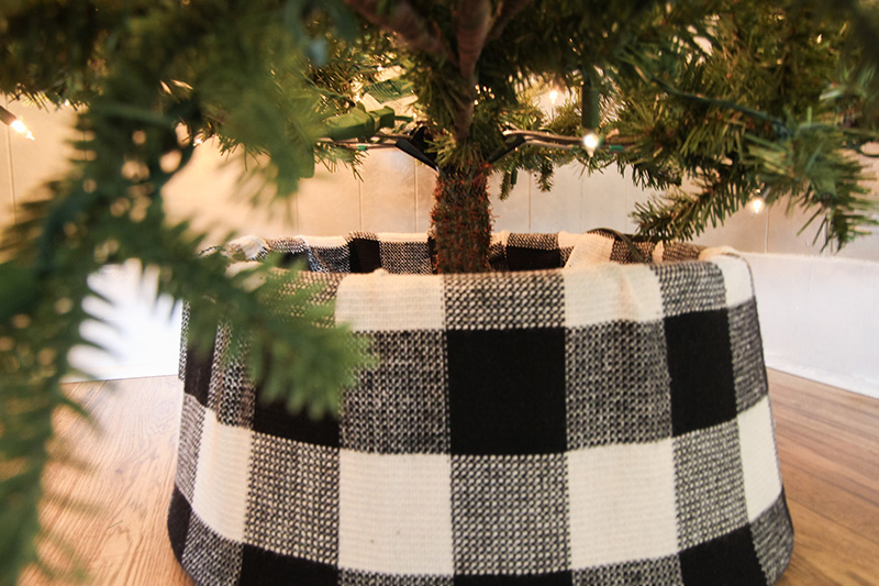 Beautiful DIY Buffalo Check Tree Collar
