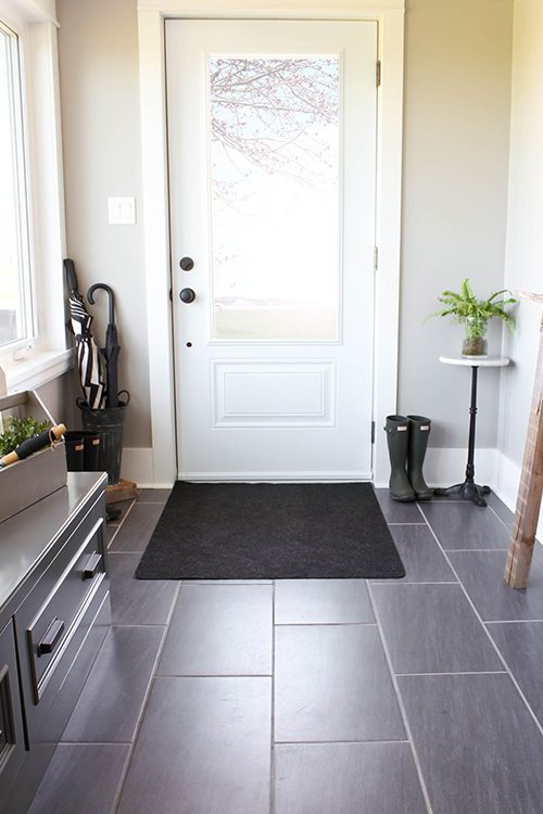 It's amazing what you can get done in just two minutes! Even if you only have a moment to spare, try tackling one or two of these tiny two minute cleaning tasks. You'll be so surprised what a difference two minutes can make in your home!