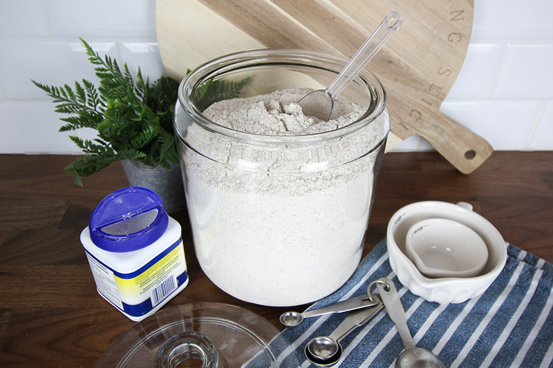 No need to run to the store if you have a recipe that calls for this particular type of flour that not many of us keep in the pantry at all times! Here's how to make your own self-rising flour!