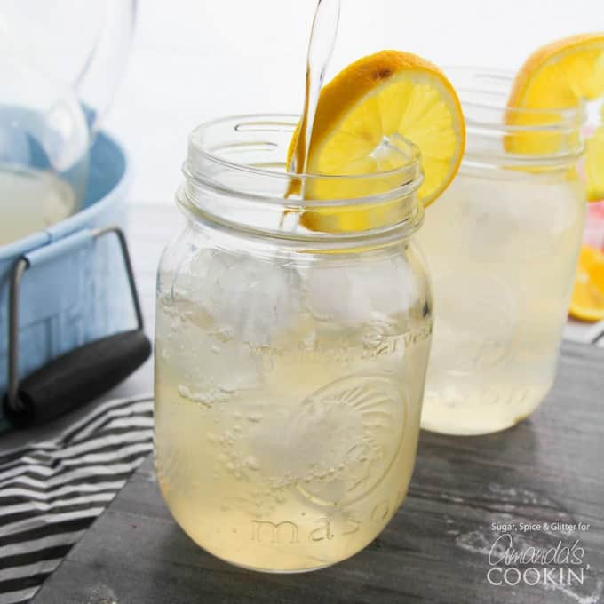 Fun and Delicious Lemonade Recipes for Your Next Backyard Party! #Lemonade #LemonadeRecipes #PartyBeverageIdeas