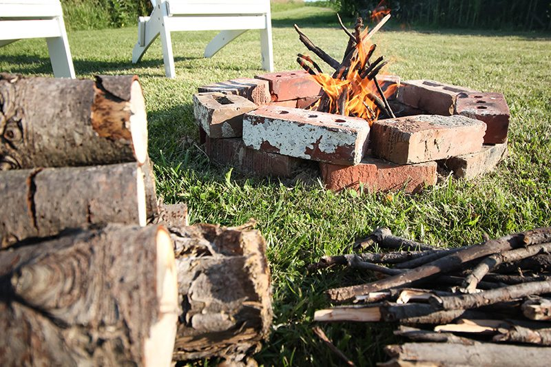 There's nothing better than a casual summertime bonfire party with your friends and family. Use this printable checklist to make sure you have everything you need for a perfect evening around the fire!