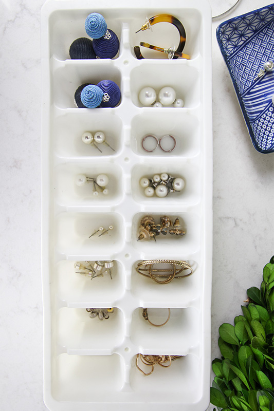 Look no further than your kitchen cupboard if you've been looking for the perfect solution to organize all of your small jewelry and accessory pieces! The ice cube tray jewelry organizer to the rescue!