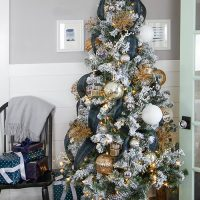 How to Add Vertical Ribbon to a Christmas Tree